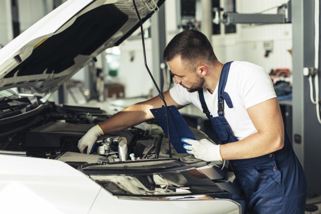 Слесарь по ремонту автомобилей, Слесарь по ремонту автомобилей обучение, Слесарь по ремонту автомобилей курсы