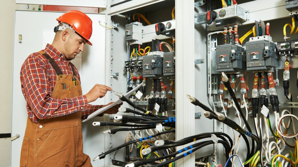 Слесарь-электрик по ремонту электрооборудования, Слесарь-электрик по ремонту электрооборудования  обучение, Слесарь-электрик по ремонту электрооборудования  курсы